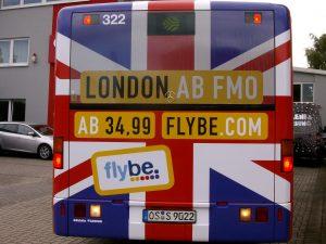 Vollflächige Beschriftung eines Reisebusses